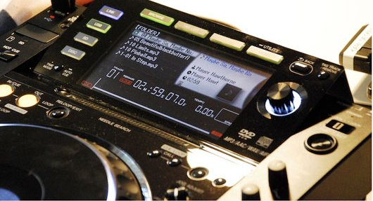 CDJ 2000 review CDJ 2000 Reviews – A DJ Review Of The Pioneer CDJ 2000