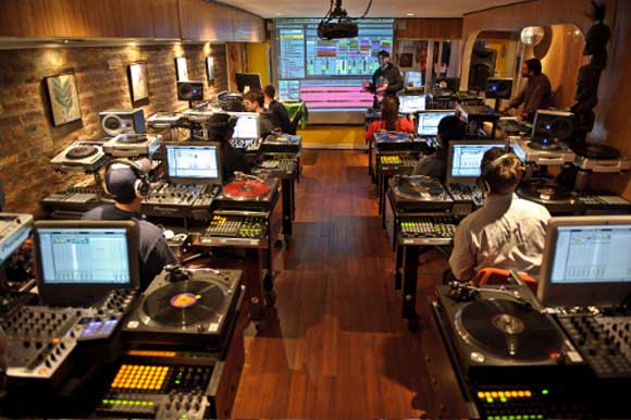 dj schools online DJ Schools   Should I Choose A Dj School Online?