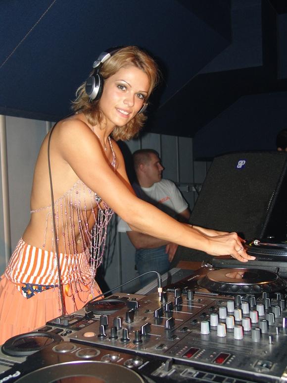 online+DJs+niki+belucc